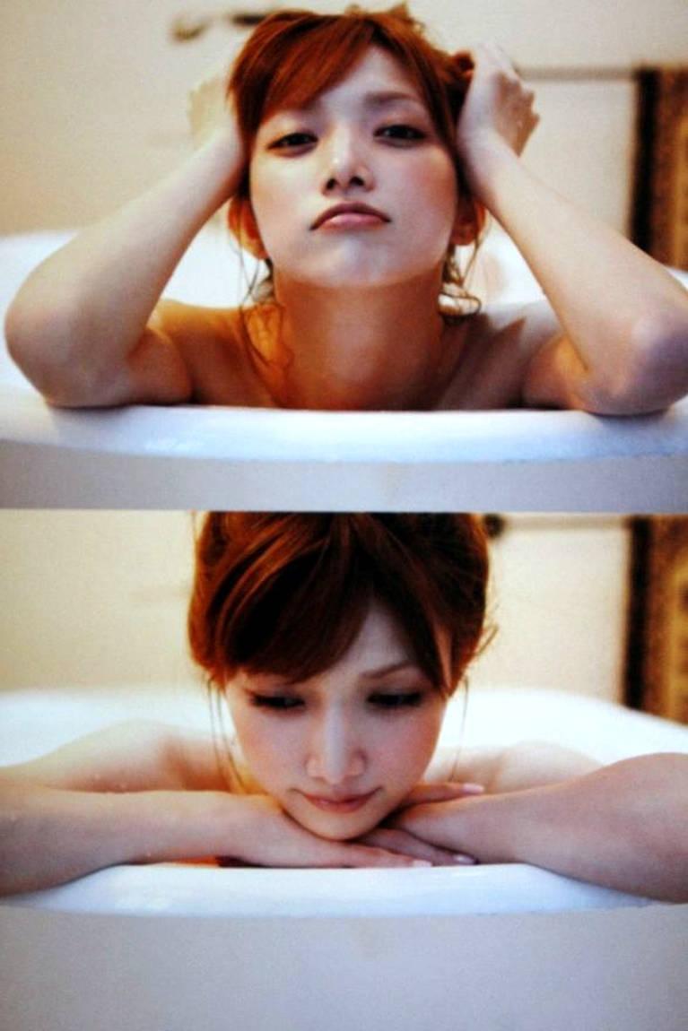 สมุดรวมภาพที่โกโตะ มากิ อาบน้ำ