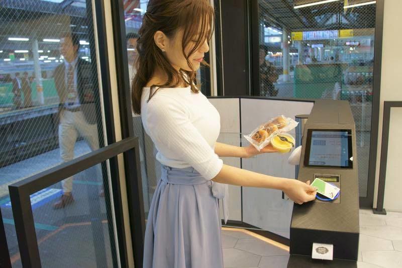 เมื่อนำบัตรเติมเงินไปแตะตรงเครื่องชำระเงิน